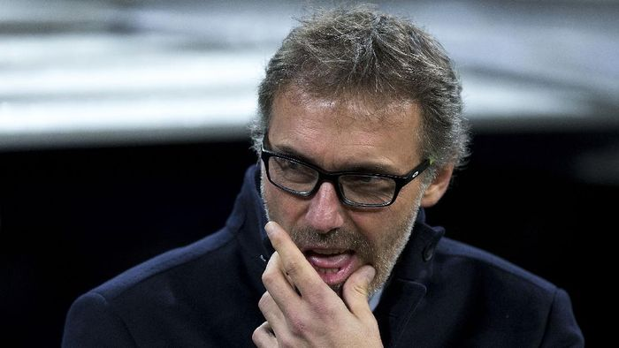 MADRID, SPAIN - NOVEMBER 03: Head coach Laurent Blanc of Paris Saint-Germain gestures prior to start  the UEFA Champions League Group A match between Real Madrid CF and Paris Saint-Germain at Estadio Santiago Bernabeu on November 3, 2015 in Madrid, Spain.  (Photo by Gonzalo Arroyo Moreno/Getty Images)