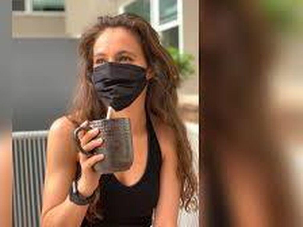 Tanpa Dilepas Pakai Masker Unik Ini Bisa Bebas Minum