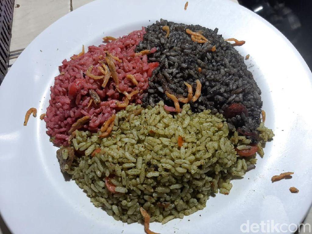 Thole Kitchen Eksis Lewat Nasi Goreng Warna-Warni yang Nyentrik