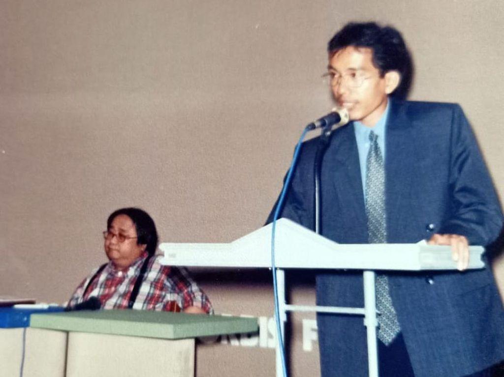 Sempat Viral, Ini Foto Jokowi dan Sri Mulyani dalam Seminar 1998
