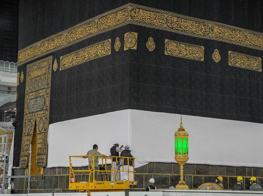 Persiapan Ibadah Haji, Kiswah Kakbah Mulai Diangkat