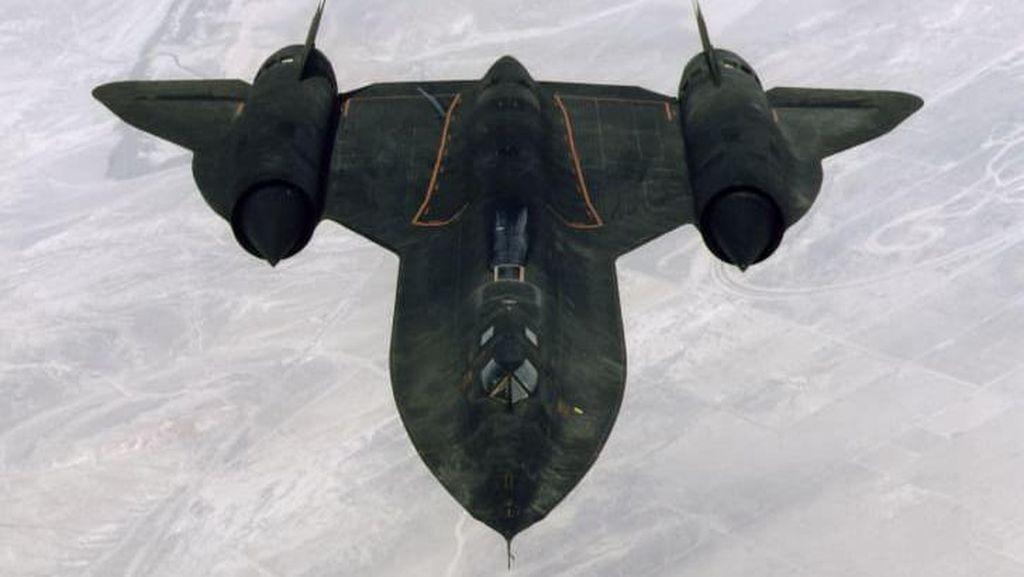 Foto Pesawat Tercepat: Blackbird
