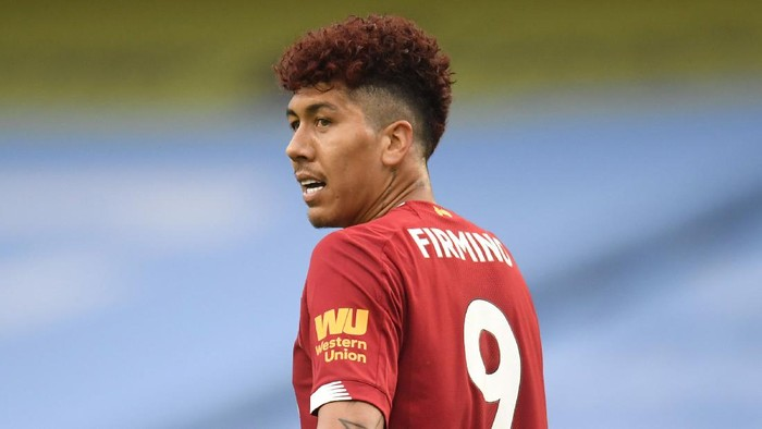MANCHESTER, ENGLAND - JULY 02: Roberto Firmino of Liverpool is looks on with red hair during the Premier League match between Manchester City and Liverpool FC at Etihad Stadium on July 02, 2020 in Manchester, England. Football Stadiums around Europe remain empty due to the Coronavirus Pandemic as Government social distancing laws prohibit fans inside venues resulting in all fixtures being played behind closed doors. (Photo by Peter Powell/Pool via Getty Images)