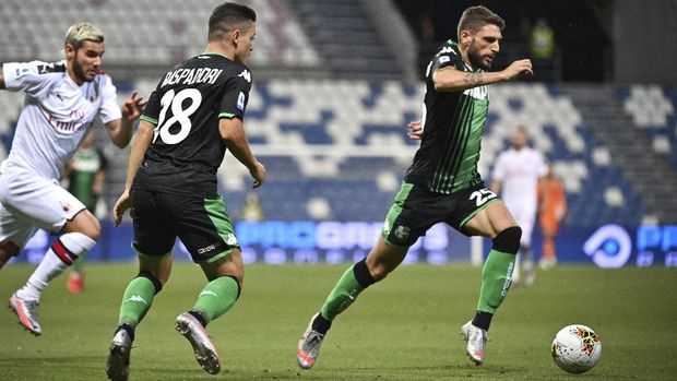 Sassuolo's Domenico Berardi in action during the Italian Serie A soccer match between Sassuolo and Milan at the Mapei stadium in Reggio Emilia, Italy, Tuesday, July 21, 2020. (Massimo Paolone/LaPresse via AP)