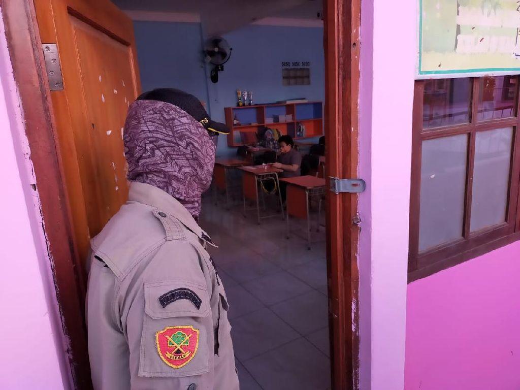 Satpol PP Bandung Bubarkan Sekolah yang Gelar KBM Tatap Muka