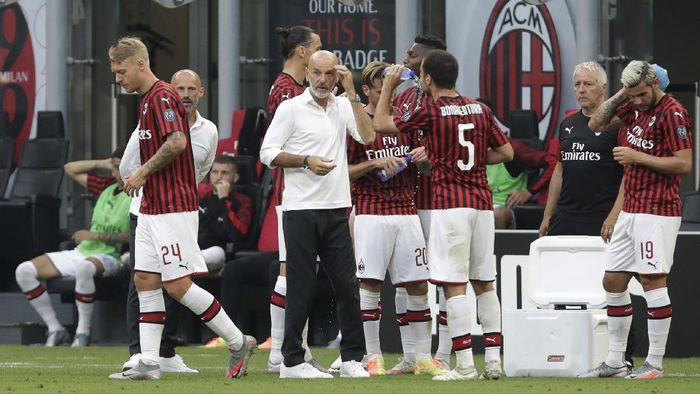 AC Milans manager Stefano Pioli, centre gives instructions to his players during a break of a Serie A soccer match between AC Milan and Parma, at the San Siro stadium in Milan, Italy, Wednesday, July 15, 2020. (AP Photo/Luca Bruno)