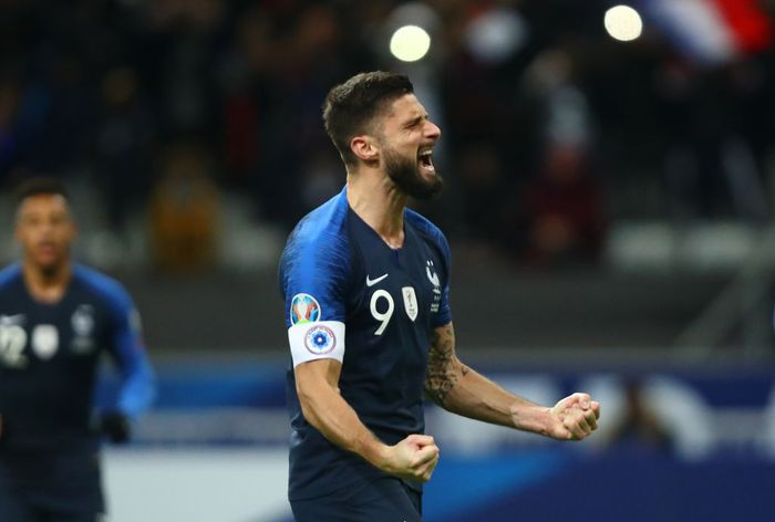 PARIS, FRANCE - NOVEMBER 14: Olivier Giroud of France celebrates after scoring his teams second goal during the UEFA Euro 2020 Qualifier between France and Moldova on November 14, 2019 in Paris, France. (Photo by Dean Mouhtaropoulos/Getty Images)
