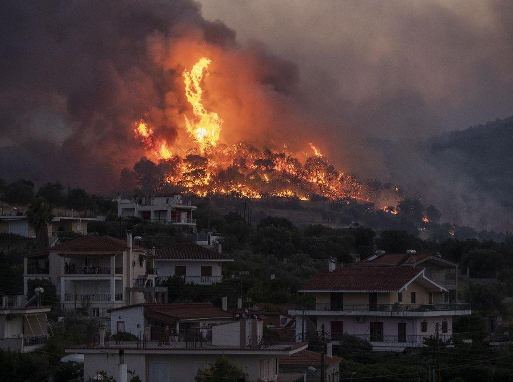 4.000 Orang Diungsikan Imbas Kebakaran Hebat di Yunani
