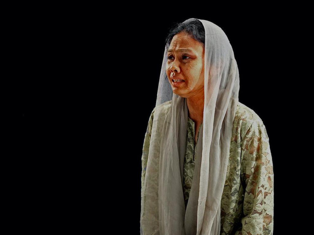 Dea Panendra Kesulitan Jadi Ibu Malin Kundang saat Main Musikal Online