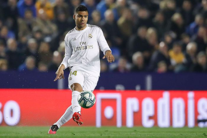 VALENCIA, SPAIN - FEBRUARY 22: Casemiro of Real Madrid pass the ball during the Liga match between Levante UD and Real Madrid CF at Ciutat de Valencia on February 22, 2020 in Valencia, Spain. (Photo by Eric Alonso/Getty Images)