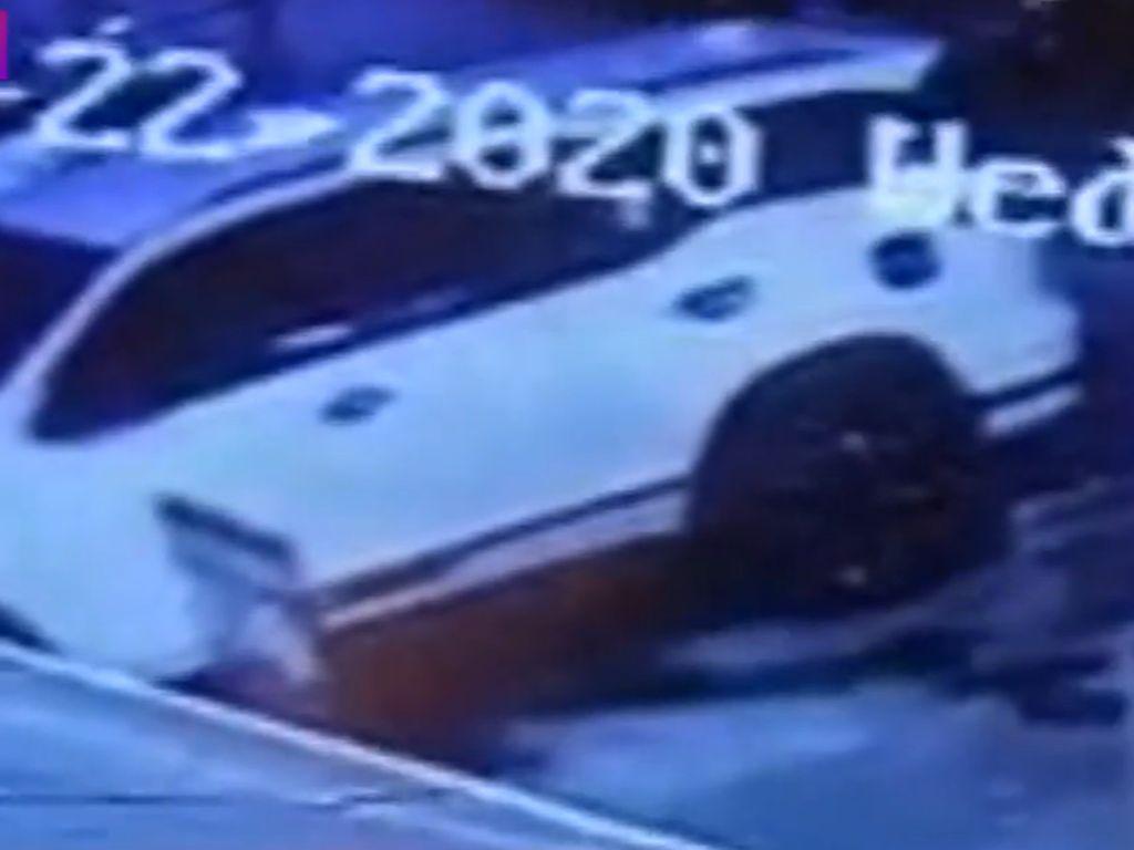 Video Rekaman CCTV Aksi Pembobol Mobil Berisi Cek Rp 43 M di Kemang