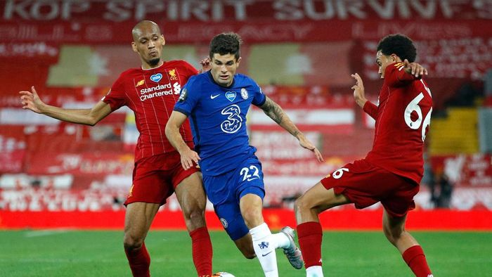 LIVERPOOL, ENGLAND - JULY 22: Fabinho (L) and Trent Alexander-Arnold of Liverpool battle for possession with Christian Pulisic of Chelsea during the Premier League match between Liverpool FC and Chelsea FC at Anfield on July 22, 2020 in Liverpool, England. Football Stadiums around Europe remain empty due to the Coronavirus Pandemic as Government social distancing laws prohibit fans inside venues resulting in all fixtures being played behind closed doors. (Photo by Phil Noble/Pool via Getty Images)