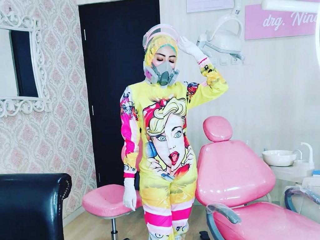 Cerita Dokter Gigi di Malang yang Viral Pakai Baju APD Seksi