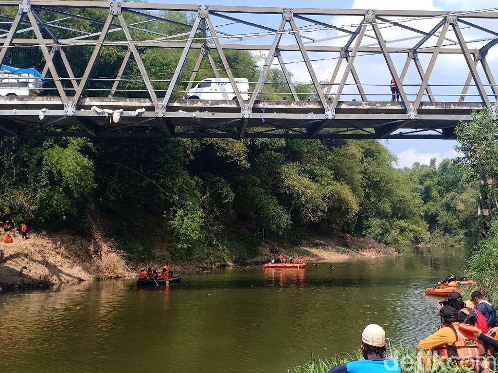 Wanita yang Terjun ke Sungai di Madiun Ditemukan Tewas Mengambang