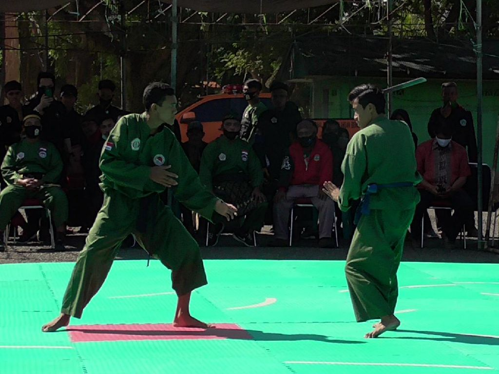 Gelar Pertunjukan Silat, Bentuk Kedekatan TNI-Warga di Polman