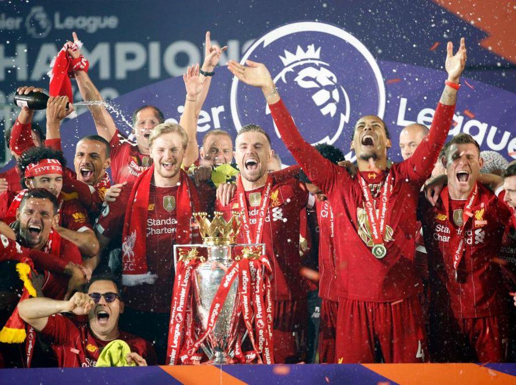 Trofi Liga Inggris Jadi Milik Tim Berwarna Merah Lagi