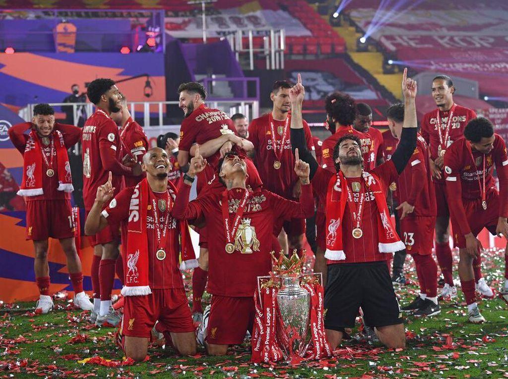 Liverpool: Dulu Trofi Premier League KW, Kini yang Asli!