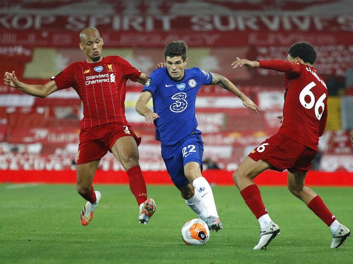 Chelseas Christian Pulisic, center, vies for the ball with Liverpools Fabinho, left and Liverpools Trent Alexander-Arnold during the English Premier League soccer match between Liverpool and Chelsea at Anfield Stadium in Liverpool, England, Wednesday, July 22, 2020. (Phil Noble/Pool via AP)