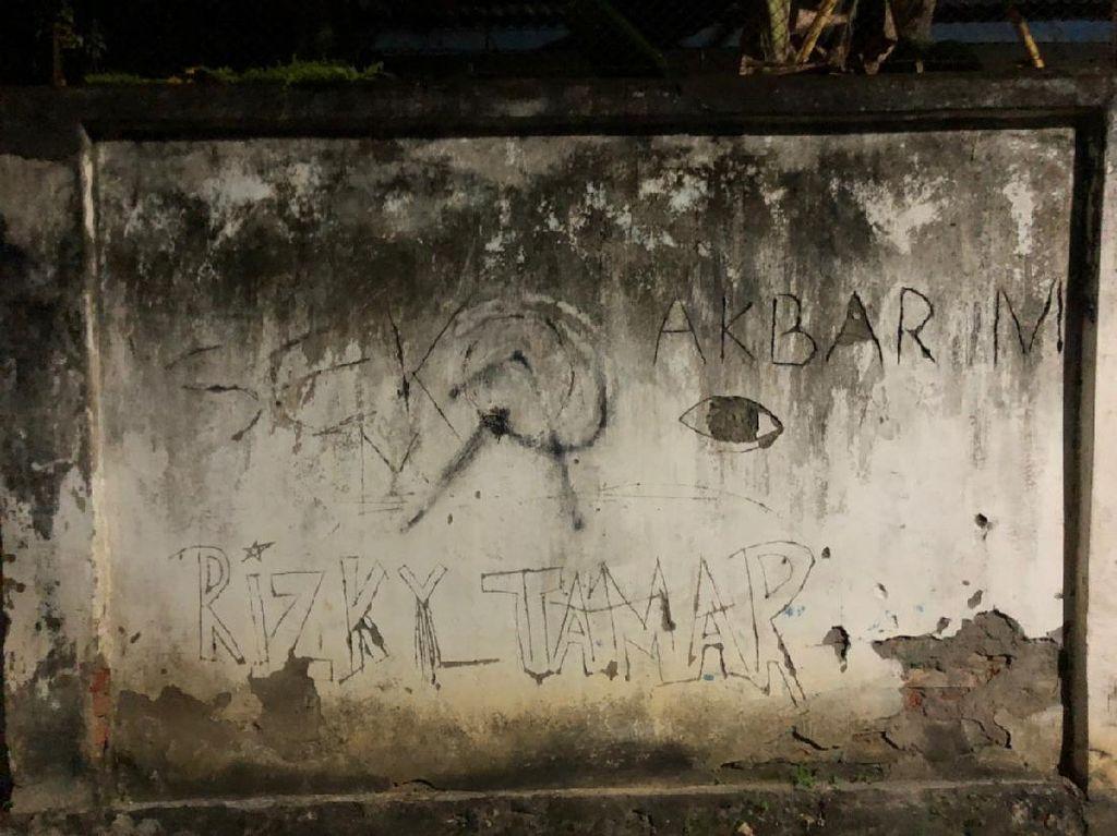 Polisi Selidiki Logo Palu Arit di Tembok Sekolah Bone yang Viral