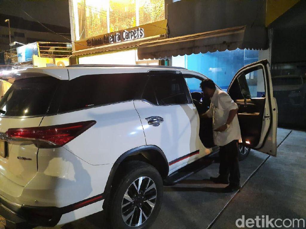 Mobil Isi Cek Rp 43 M Dibobol, Zen Curiga Diikuti Pelaku Sejak di Citos