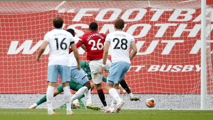 MANCHESTER, ENGLAND - JULY 22: Mason Greenwood of Manchester United scores his teams first goal during the Premier League match between Manchester United and West Ham United at Old Trafford on July 22, 2020 in Manchester, England. Football Stadiums around Europe remain empty due to the Coronavirus Pandemic as Government social distancing laws prohibit fans inside venues resulting in all fixtures being played behind closed doors. (Photo by Clive Brunskill/Getty Images)