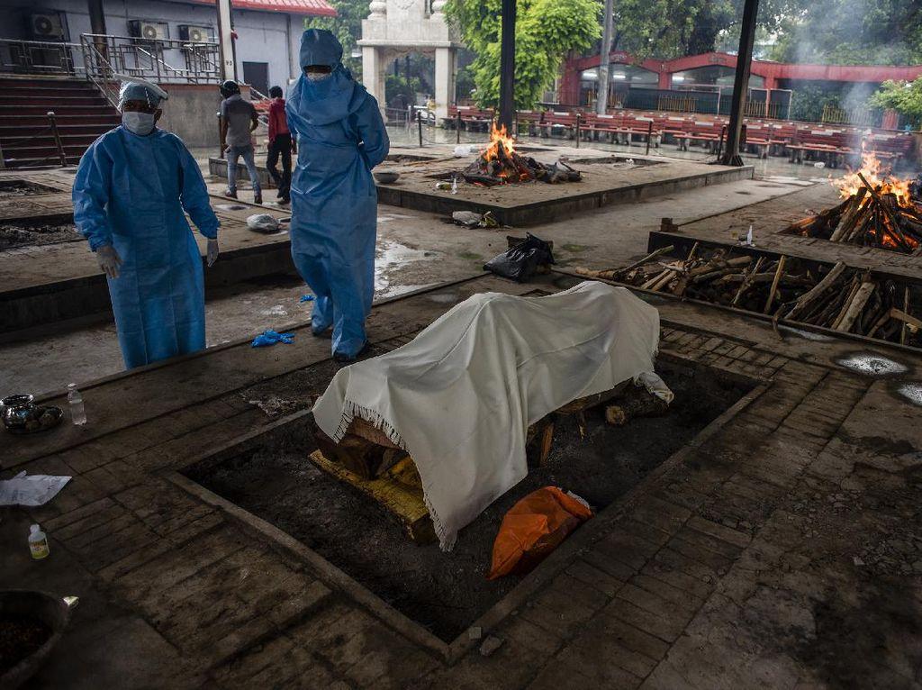 Potret Persiapan Kremasi Jenazah COVID-19 di India