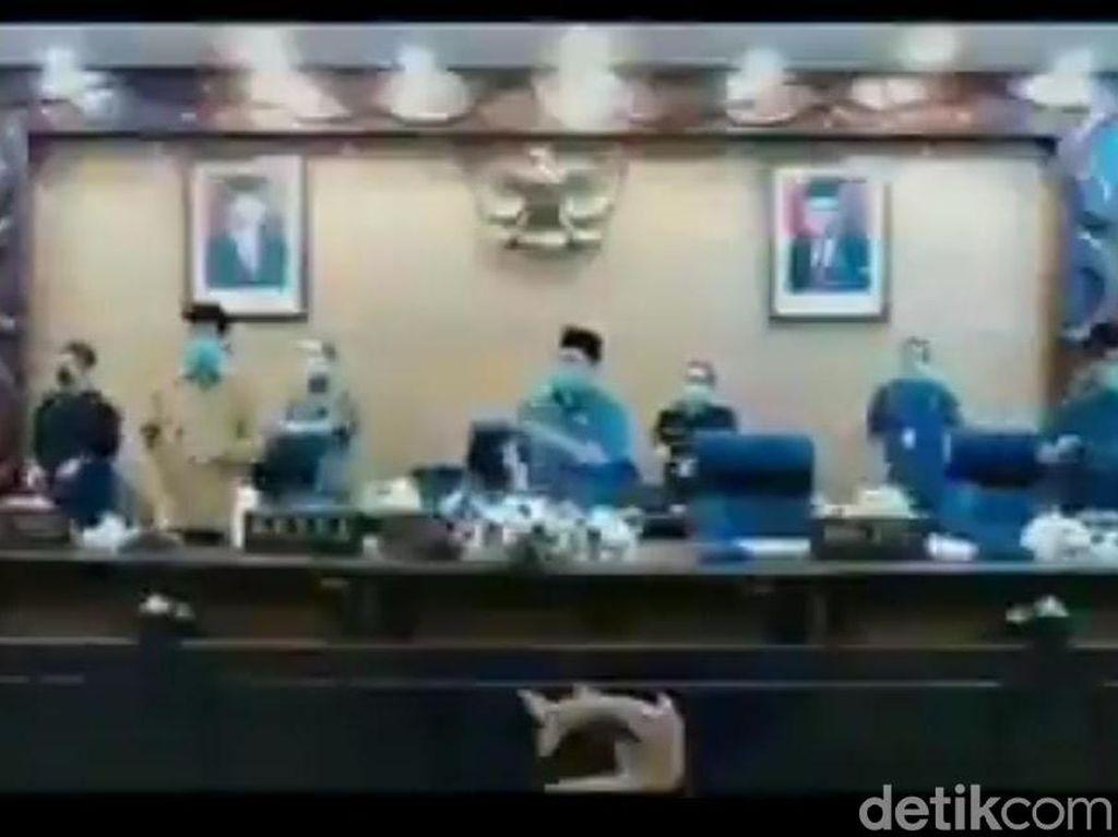 Viral Video Goyang Penguin Anggota DPRD Sidoarjo Dikecam Netizen