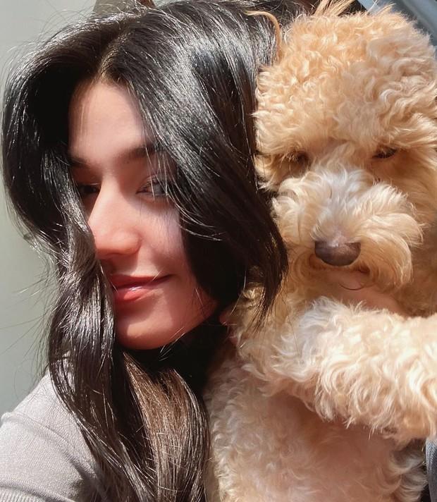 Susan Sameh bersama anjing kesayangannya
