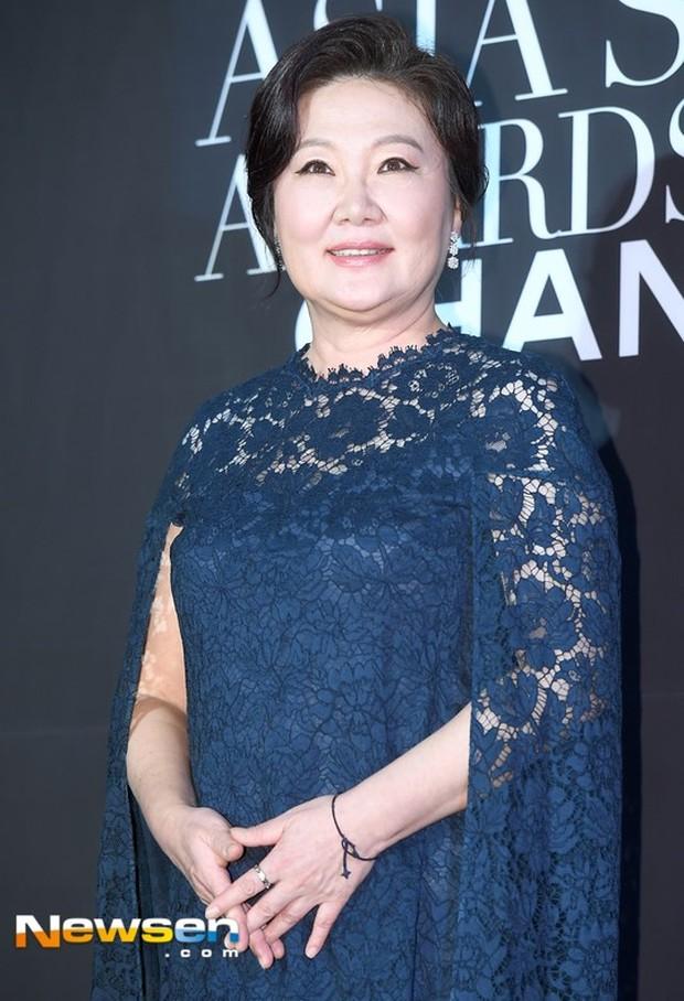 Koleksi foto artis Korea Kim Hae-sook yang wajahnya wara-wiri di drama Korea berperan sebagai sosok Ibu.
