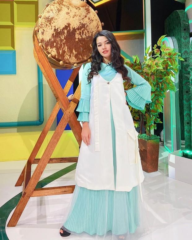 Susan Sameh mengisi acara ramadhan dengan gamis