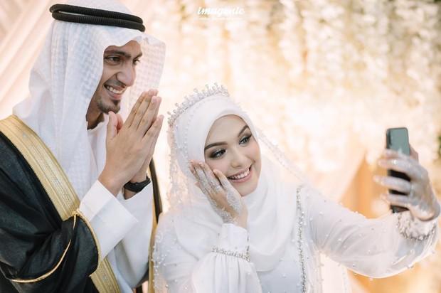 Vebby Palwinta dan Razi Bawazier menikah pasca jalani taaruf pada April 2020.