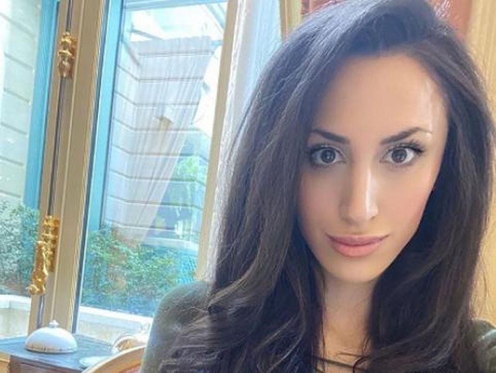 Pakar Seks Cantik Populer Ditemukan Tewas Tanpa Busana