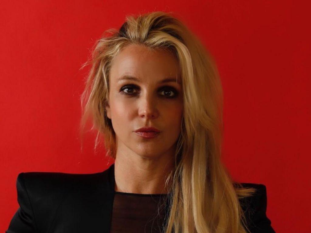 Dukung Britney Spears, Penggemar Perempuan Cukur Botak
