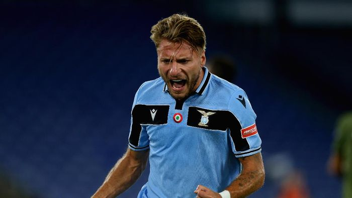 ROME, ITALY - JULY 23:  Ciro Immobile of SS Lazio celebrates after scoring the teams second goal during the Serie A match between SS Lazio and Cagliari Calcio at Stadio Olimpico on July 23, 2020 in Rome, Italy.  (Photo by Paolo Bruno/Getty Images)