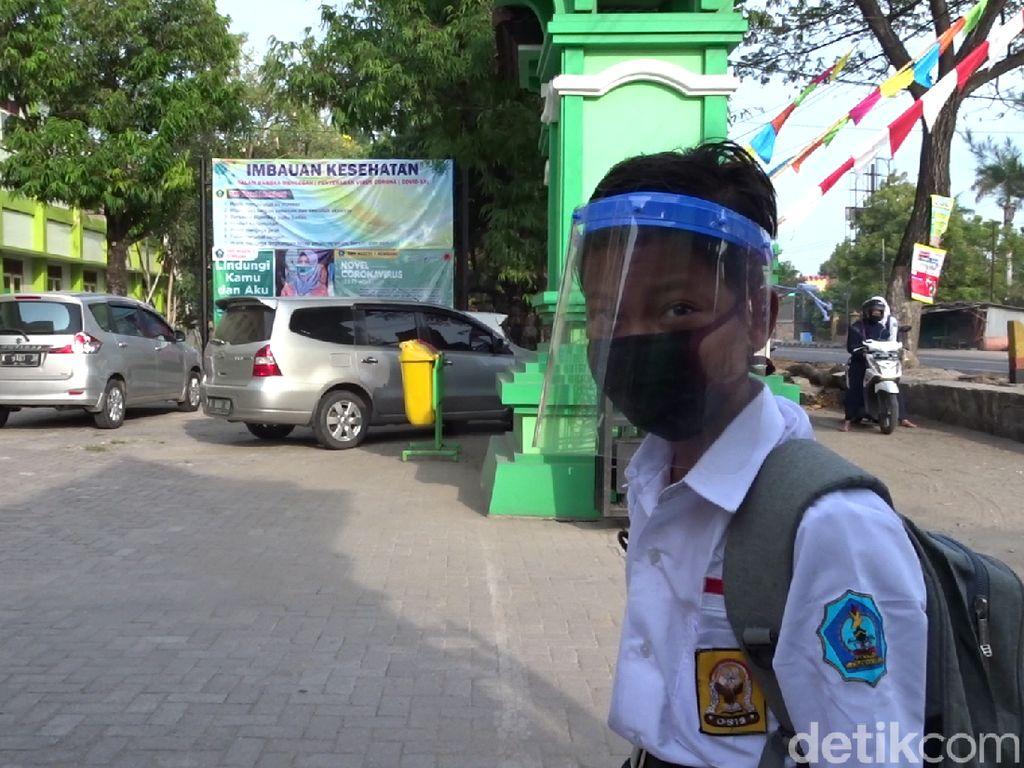 Tetap Semangat Meski Sekolah Sendirian, Dimas Bercita-cita Jadi Polisi