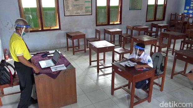 Dimas Ibnu Alias, sekolah sendirian di Rembang, Jumat (24/7/2020).