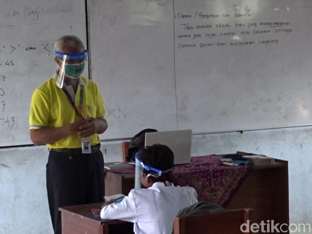 Video Dimas yang Rela Sekolah Sendirian karena Tak Punya Ponsel