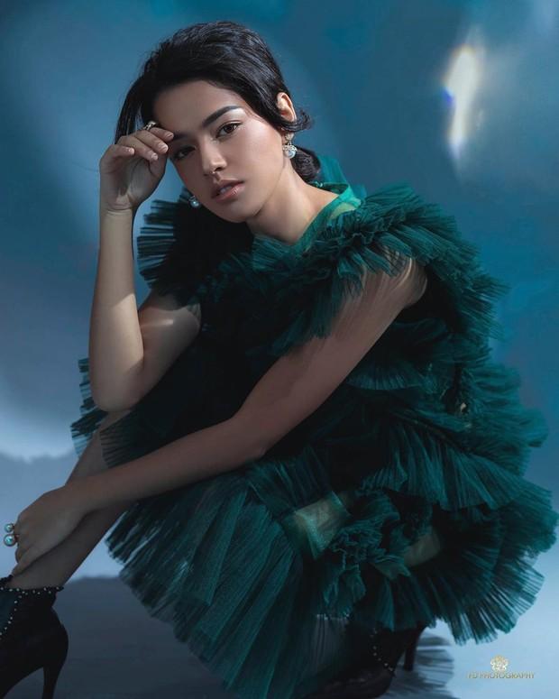 Susan Sameh dengan warna hijau