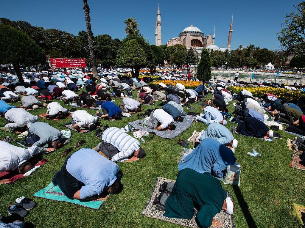 Suasana Salat Jumat Perdana di Hagia Sophia