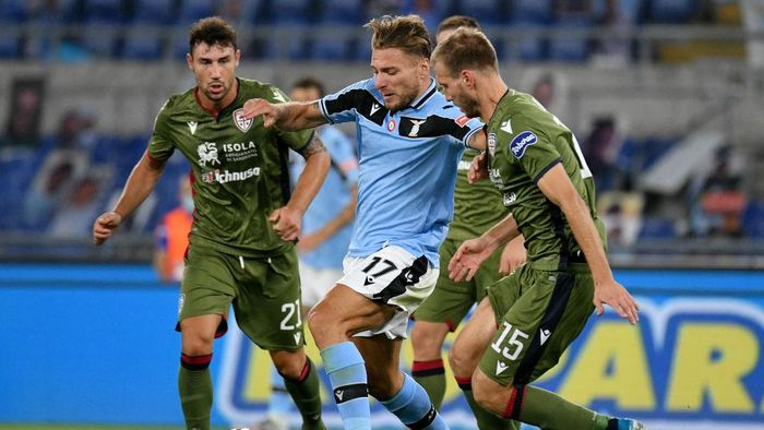 ROME, ITALY - JULY 23: Ciro Immobile of SS Lazio competes for the ball with Ragnar Klavan of Cagliari Calcio during the Serie A match between SS Lazio and  Cagliari Calcio at Stadio Olimpico on July 23, 2020 in Rome, Italy. (Photo by Marco Rosi - SS Lazio/Getty Images)