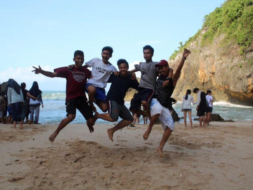 Pantai Wohkudu Yogyakarta yang Pas Buat Kemping