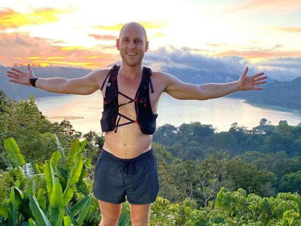 Pria Australia Lari Keliling Bali Untuk Membantu Warga Bali yang Kesulitan