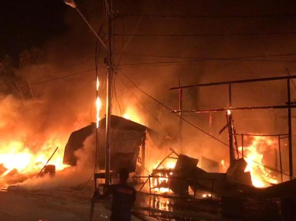 Rumah Makan Sampai Kios Begadang di Maesa Palu Terbakar