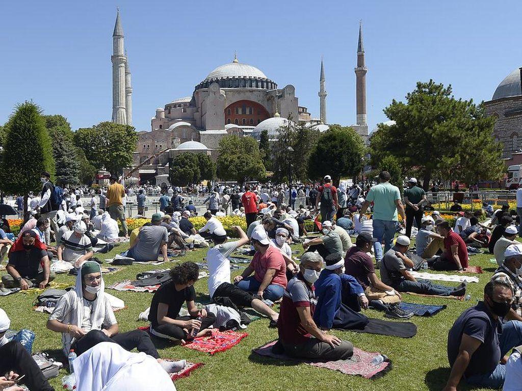 Hagia Sophia Buka Salat Jumat, Para Artis Posting Kenangan