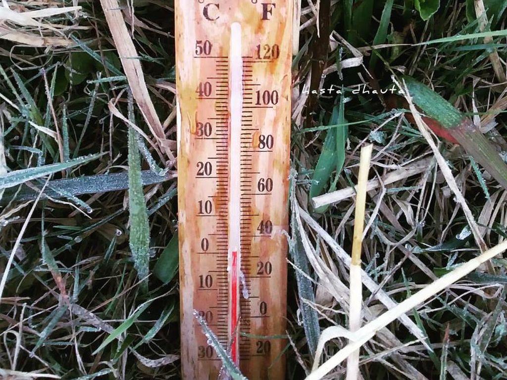 Beku! Suhu di Dieng Turun Jadi 0 Derajat Celsius