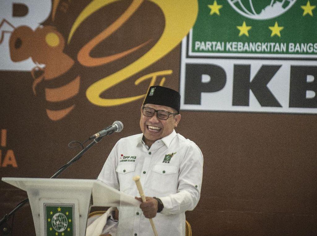 Cak IminAjak Tenaga Ahli Fraksi PKBNonton Film Bertema Politik