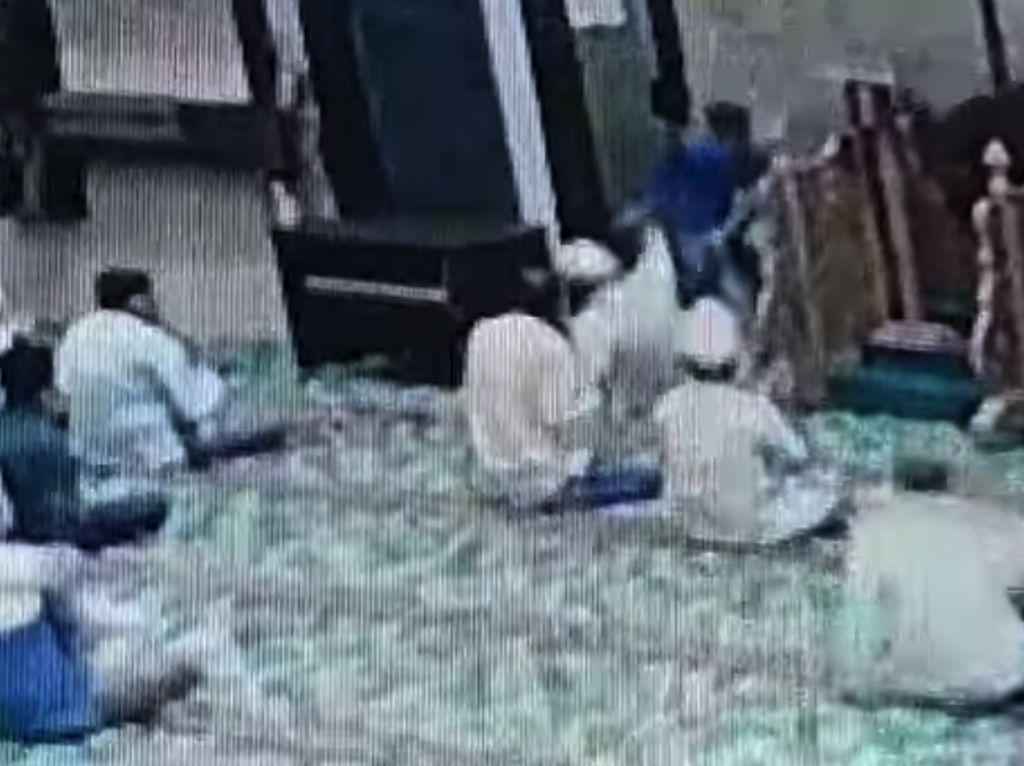Ngeri Imam Masjid Ditusuk Pasien Rukiah