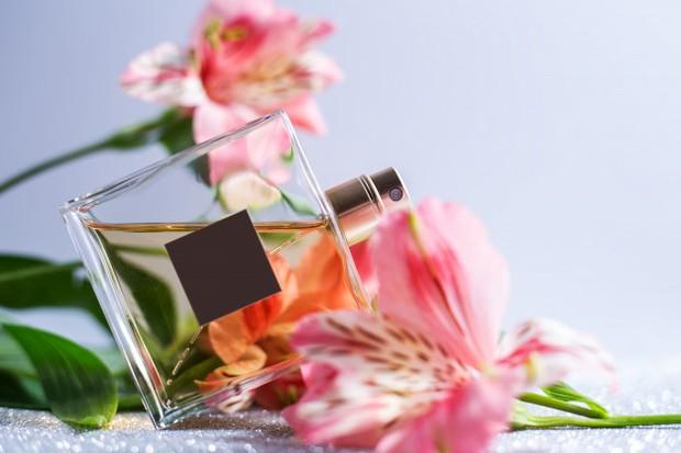 Koleksi foto aroma floral pada parfum yang jadi favorit para wanita.