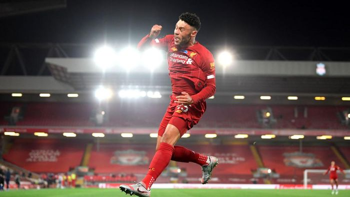 LIVERPOOL, ENGLAND - JULY 22: Alex Oxlade-Chamberlain of Liverpool celebrates after scoring his teams fifth goal during the Premier League match between Liverpool FC and Chelsea FC at Anfield on July 22, 2020 in Liverpool, England. Football Stadiums around Europe remain empty due to the Coronavirus Pandemic as Government social distancing laws prohibit fans inside venues resulting in all fixtures being played behind closed doors. (Photo by Laurence Griffiths/Getty Images)