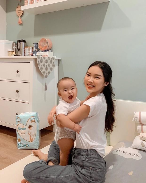quality time bersama baby Kanaya sambil berikan pelukan hangat